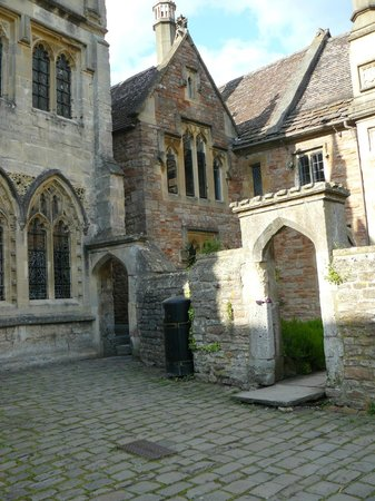 Wells Walking Tours: No. 14 Vicars' Close