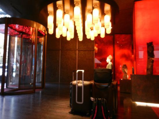 Buddha-Bar Hotel Budapest Klotild Palace : Hall de l'hôtel