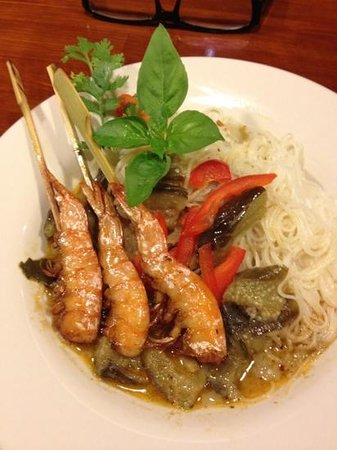 Semakute: ขนมจีนแกงเขียว กุ้งเสียบ