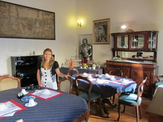 Affreschi su Roma Luxury B&B: Antique furniture in Breakfast Room