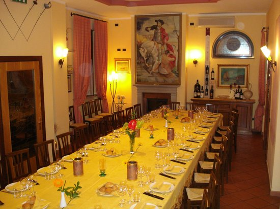 La Locanda del Colibri': Sala Camino con tavolata reale