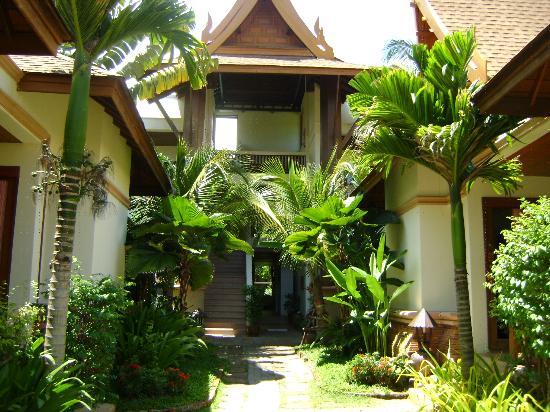 Thai House Beach Resort: The main Building