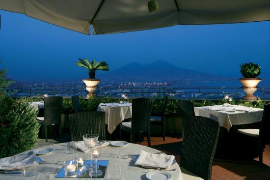 Una terrazza unica sul Golfo di Napoli e Vesuvio - Foto di La ...