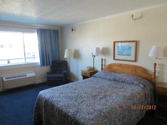 Fisherman's Wharf Inn: queen bed