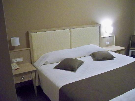 Libyan Princess Hotel: room2