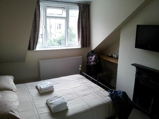 Queen Annes Guest House: Room 8.