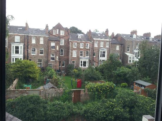Queen Annes Guest House: View from Room 8, over gardens and alley.