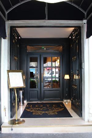 Hotel Saint Cyr Etoile : Entrée de l'Hotel