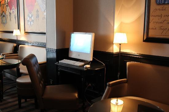 Hotel Saint Cyr Etoile : Business Corner à disposition