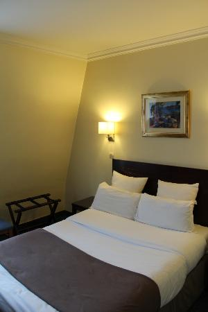 Hotel Saint Cyr Etoile : Chambre Standard