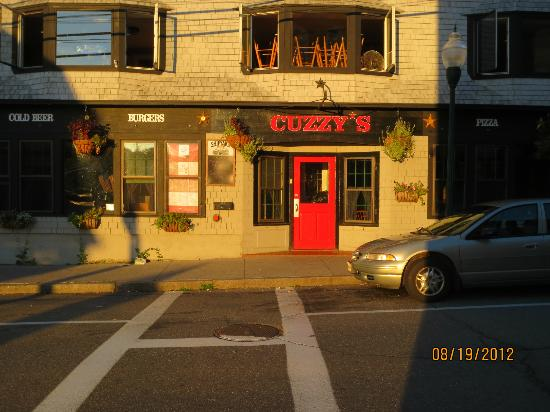 Cuzzy's Restaurant: entrance