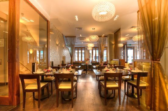BEST WESTERN Maitrise Hotel: Restaurant & Bar
