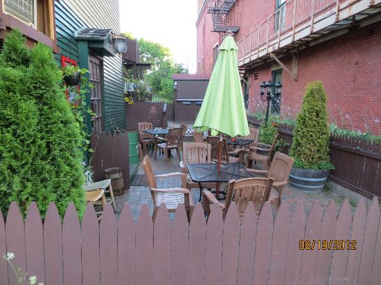 Mediterranean Cafe: patio