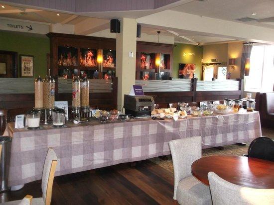 Premier Inn Gloucester (Longford) Hotel: Breakfast area/Continental.