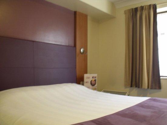 Premier Inn Gloucester (Longford) Hotel: Bedroom.
