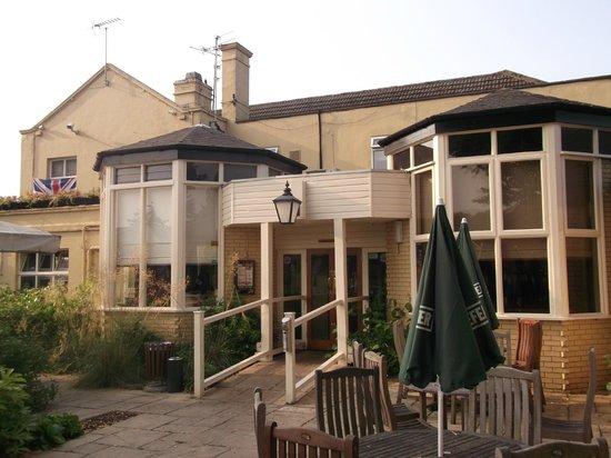Premier Inn Gloucester (Longford) Hotel: Beefeater attached to Premier Inn.