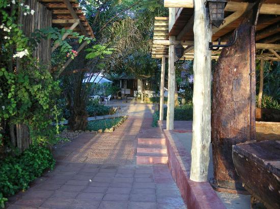 Mediterraneo Hotel & Restaurant: The walkways
