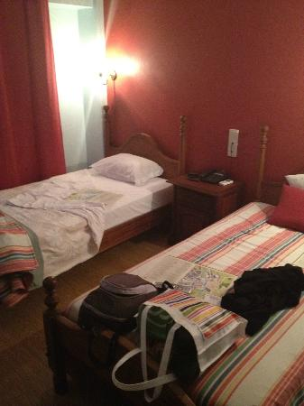 Hotel Residencial Trovador: Twin bedroom