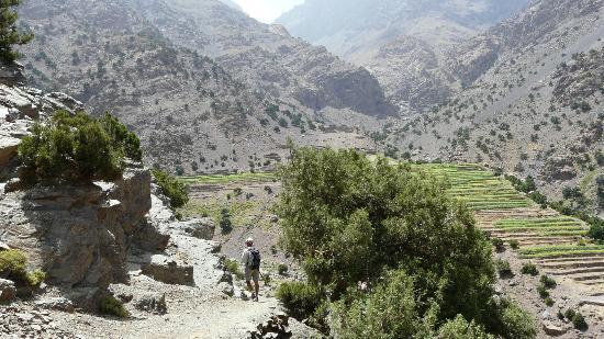 Auberge Mzik : Toujours en partant du Gite, très belles montagnes....