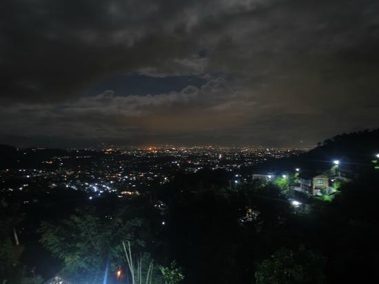 Shivapuri Heights Cottage: Night view from the Terrace