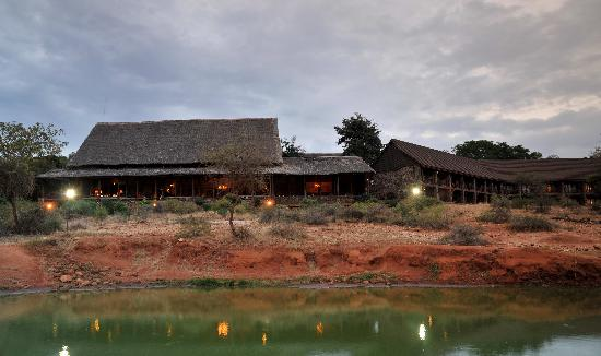 Kilaguni Serena Safari Lodge: One of the first lodges ever to be built in a national park, the lodge is cool, tranquil and hus