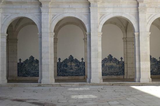 Igreja da Sao Vicente de Fora: Renaissance style archways