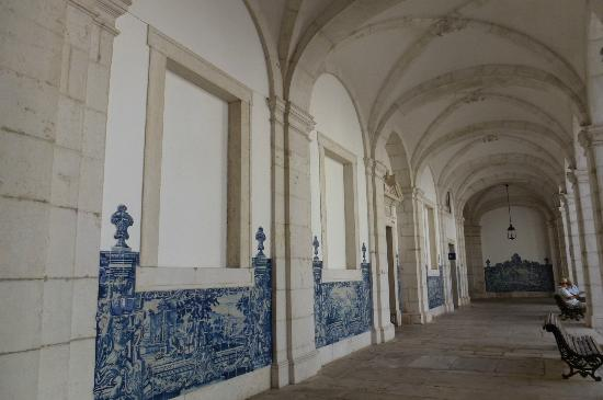 Igreja da Sao Vicente de Fora: The cloisters with blue & white ceramic tiles