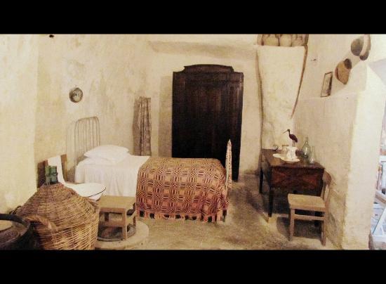 Stanza da letto picture of museo laboratorio della - Deumidificare stanza da letto ...