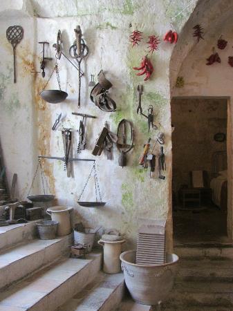 Museo Laboratorio della Civilta Contadina : utensili in entrata