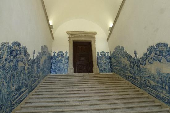 Igreja da Sao Vicente de Fora: Stairways lined with ceramic tiles