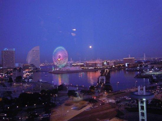 Yokohama, Japan: 桜木町駅前のビルから