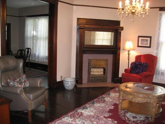 Home Sweet Home Bed and Breakfast: Living Room from the entry way...