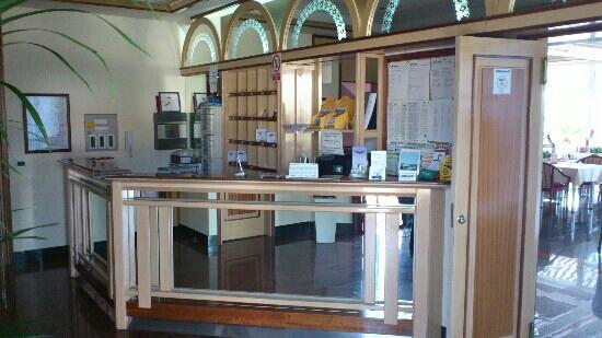 Hotel Villa Zarko : Front desk