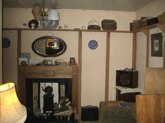 Tin Shed Experience : The WW1 house sitting room