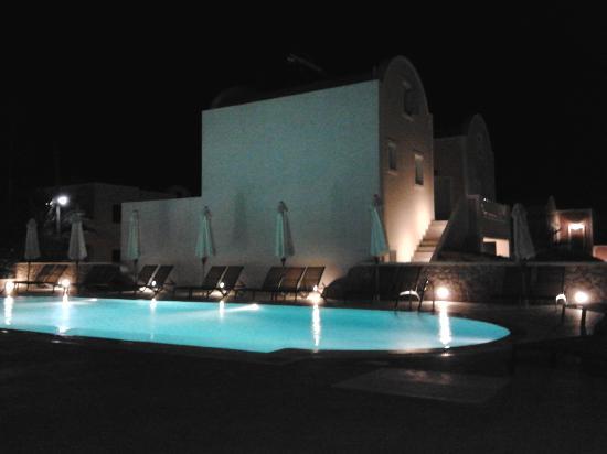 Aegean Plaza Hotel: piscina davanti alla camera