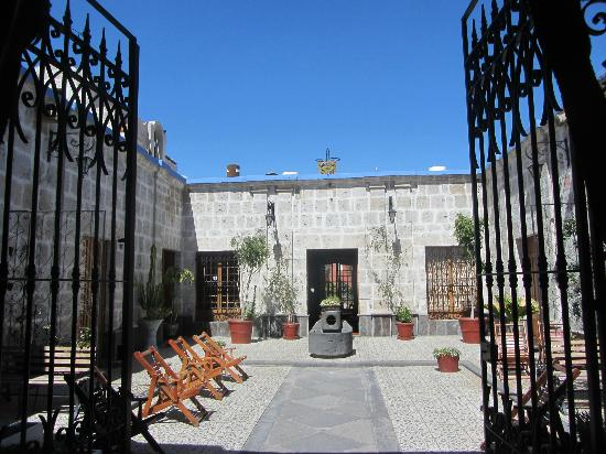 Hotel Casona Solar: 1st patio