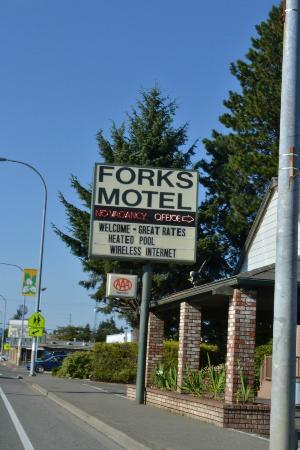 Forks Motel sign