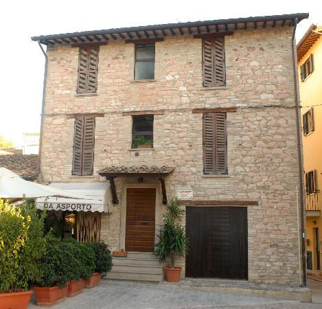 Camere Paolo: Palazzetto in pietra rosa