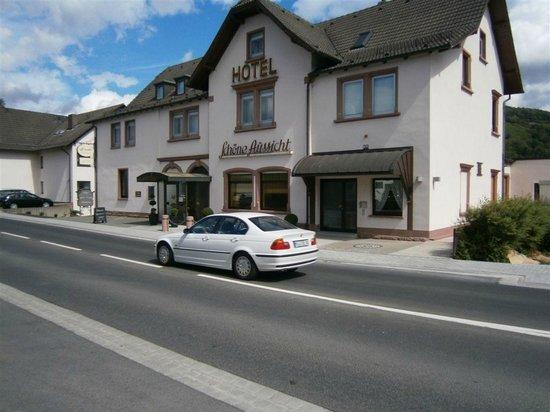 Straubs Schöne Aussicht: front side of hotel