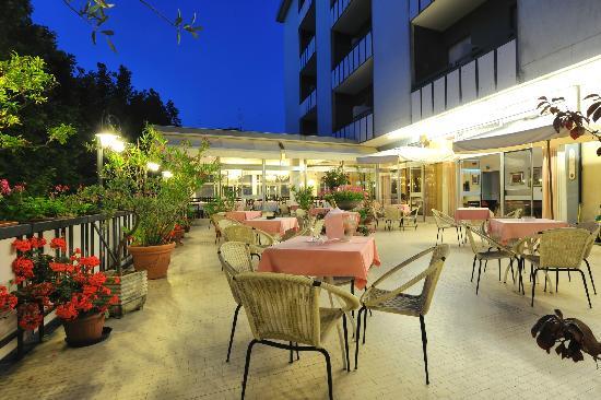 Hotel Miramare et de la Ville: Terrazzo in versione notturna