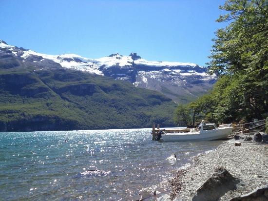 Aguas Arriba Lodge : Vista del muelle al que llegan las lanchas