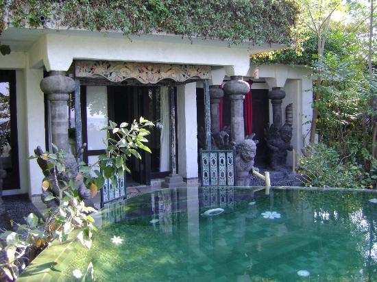 Hotel Tugu Lombok : View of the Front of the Puri Dadap Merah Villa