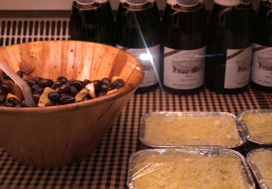 La Girella: Olivas y canalones hechos en nuestra cocina.