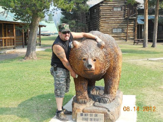 Pahaska Teepee Resort: Bear in front of Pahaska