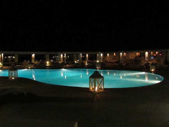 Saint Andrea Seaside Resort: Piscine assez vaste pour ne pas se bousculer