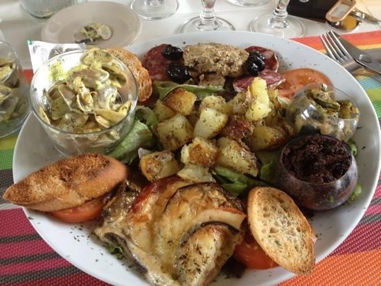 Salin de Giraud, France: assiette régionale !!!