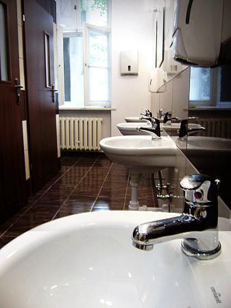 The Warsaw Hostel: bathrooms