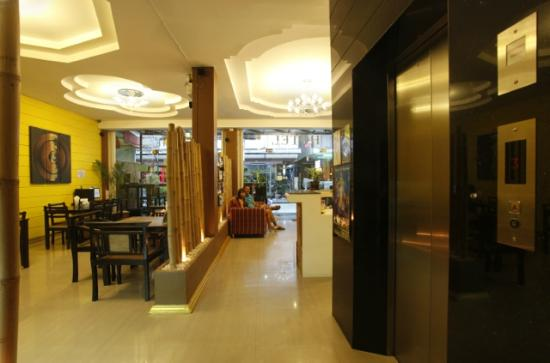Amici Miei Hotel: lift - hall