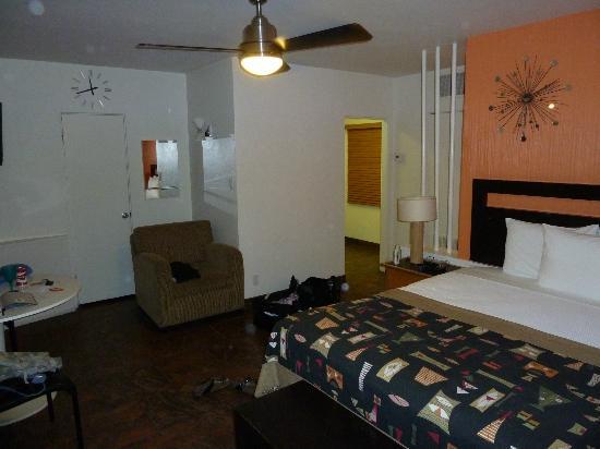Desert Riviera Hotel: Fantastic retro room!
