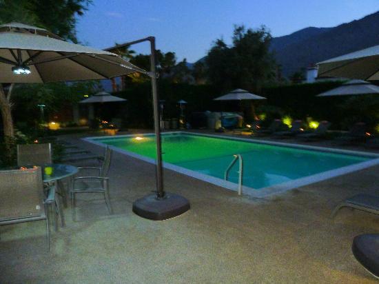 Desert Riviera Hotel: Beautiful pool area.